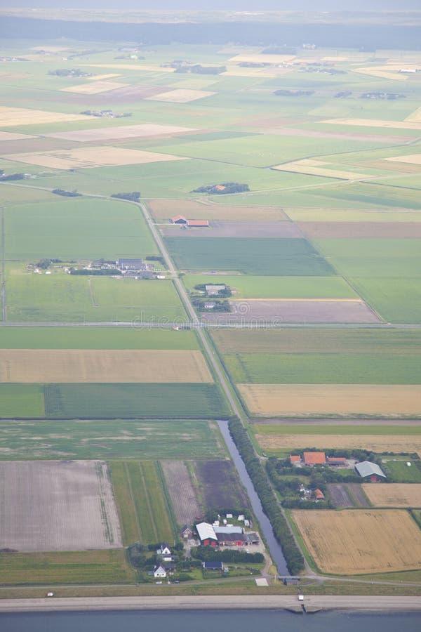 Holländsk lantgårdliggande från ovannämnt på ön Texel royaltyfri foto
