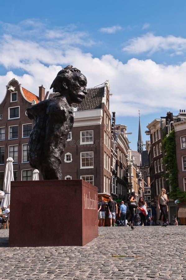 Holländsk poet Sculpture i Amsterdam arkivbild