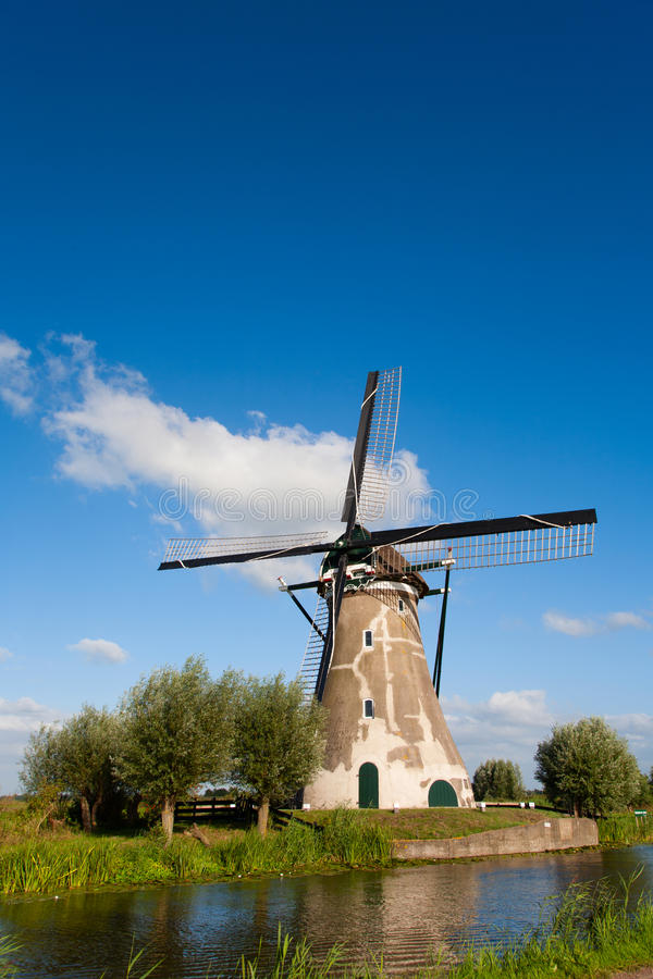 Holländsk väderkvarn arkivbilder