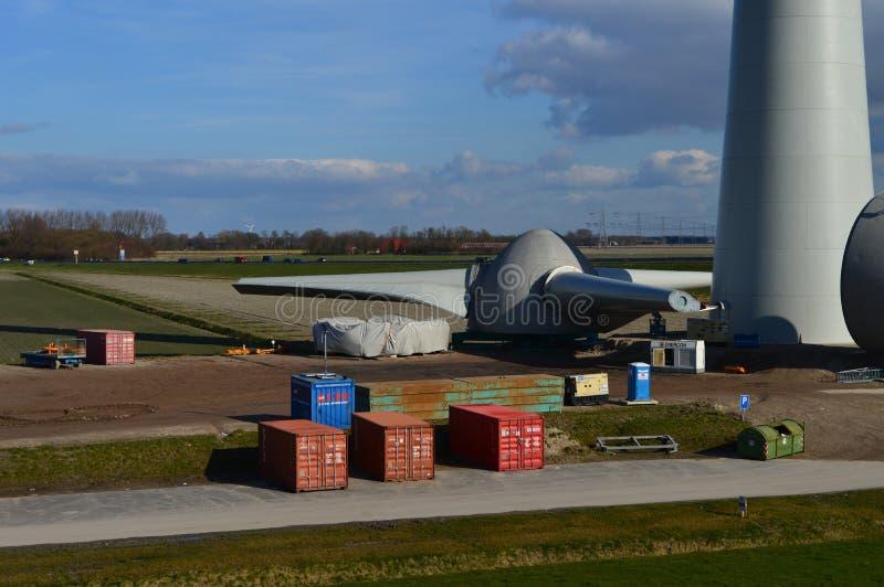 Holländska ecoväderkvarnar, Noordoostpolder, Nederländerna royaltyfri fotografi