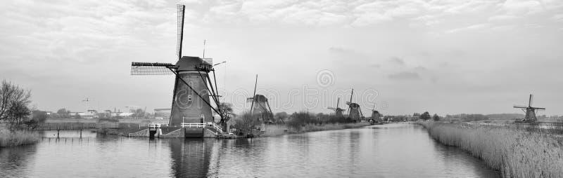 Holländska väderkvarnar royaltyfri foto