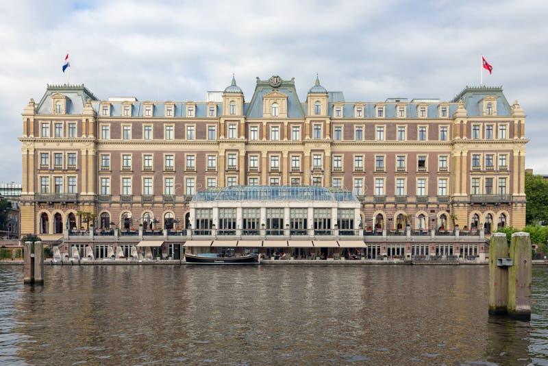 Holländskt berömt Amstel för fem stjärna hotell i mitt av Amsterdam royaltyfri foto