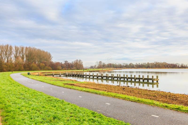 Holländskt landskap längs floden Rotte och Rottemeren royaltyfri fotografi