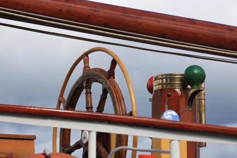 Holländskt seglingskepp Morgenster Nära övre för för styrninghjul och nakterhus fotografering för bildbyråer