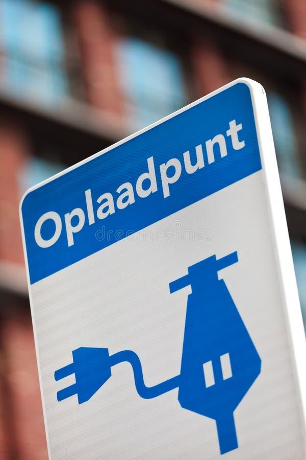 Holländskt tecken för uppladdning av ett elektriskt medel arkivfoton