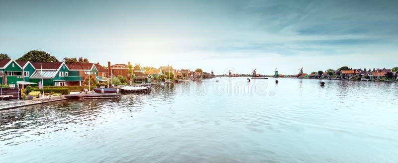 Holland berömda väderkvarnar arkivbilder
