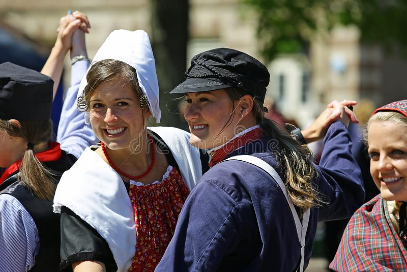 Holland Michigan, USA, Maj 2017: Holländsk dans på gatorna av Holland Michigan under Tulip Time royaltyfri fotografi