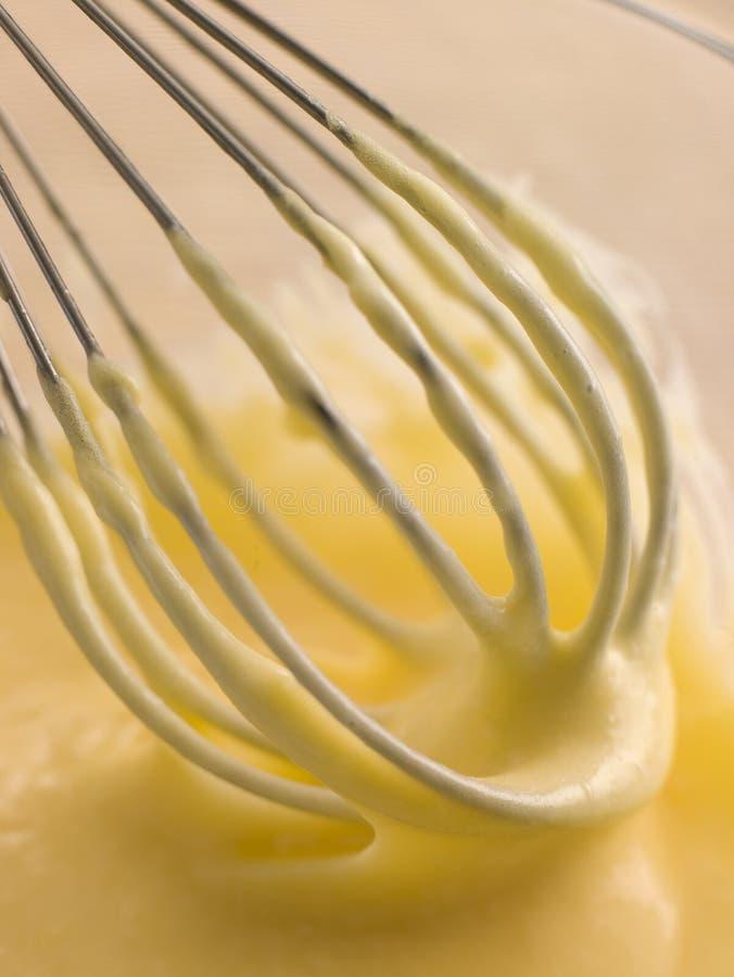 Hollandaise-Soße, die gewischt wird stockfoto