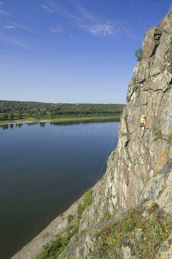 Hollidays attivi alle rocce. immagine stock