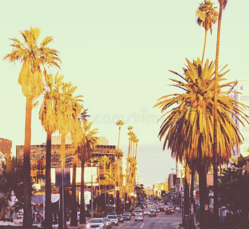 Hollywood Boulevard en la puesta del sol imagen de archivo