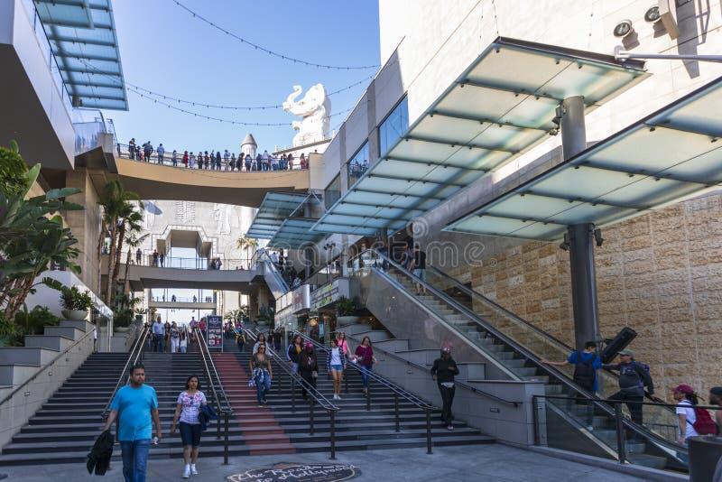 Hollywood & Hooglandwinkelcomplex, Hollywood-Boulevard, Hollywood, Los Angeles, Californië, de Verenigde Staten van Amerika royalty-vrije stock afbeelding
