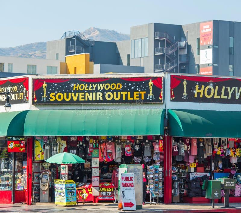 HOLLYWOOD, KALIFORNIA, usa - LUTY 6, 2018: Widok pamiątkarscy sklepy na miasto ulicie zdjęcie royalty free