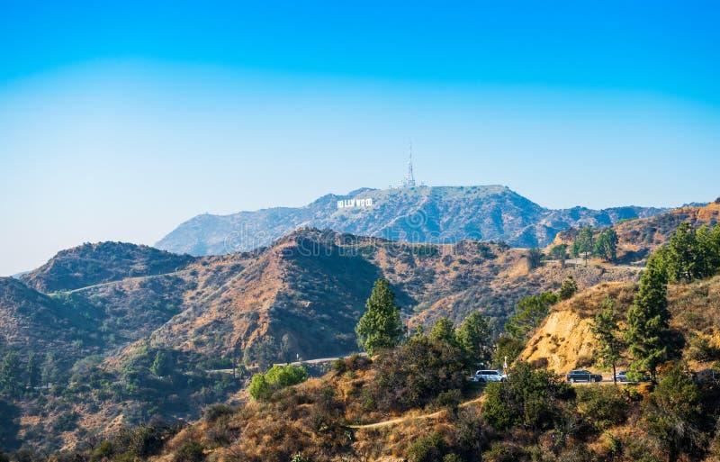 HOLLYWOOD, KALIFORNIEN, USA - 6. FEBRUAR 2018: Hollywood-Schriftzug Weltberühmter Markstein und in Los Angeles Kopieren Sie Raum  lizenzfreie stockbilder