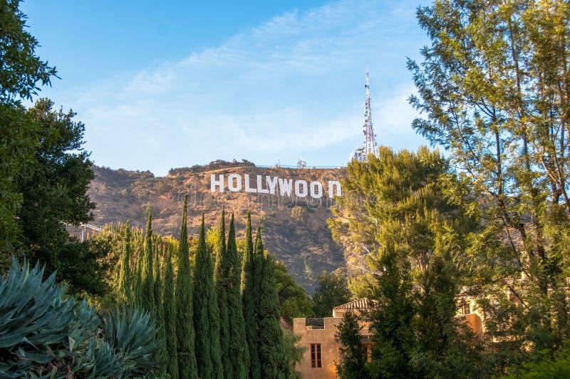 Hollywood, Los Ángeles, California, los E.E.U.U. - 15 de junio de 2014: La señal famosa Hollywood firma adentro Los Ángeles, Cali imagenes de archivo