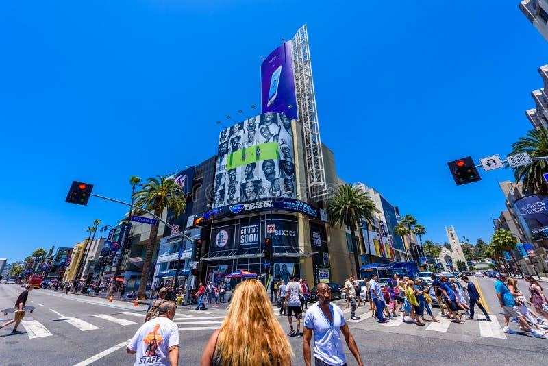 HOLLYWOOD, LOS ANGELES, California, U.S.A. - 13 giugno 2017: Viste della passeggiata di fama e delle costruzioni al boulevard di  immagini stock libere da diritti