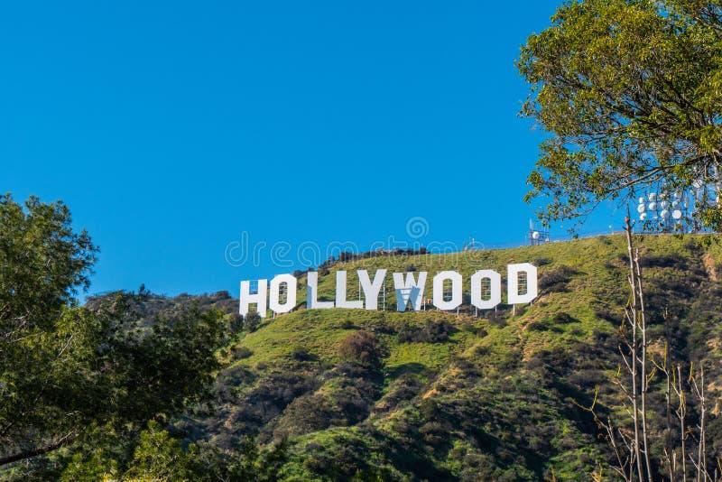 Hollywood undertecknar in kullarna av Hollywood - Kalifornien, USA - mars 18, 2019 royaltyfri bild