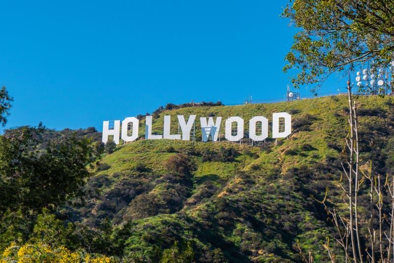 Hollywood undertecknar in kullarna av Hollywood - Kalifornien, USA - mars 18, 2019 royaltyfria bilder