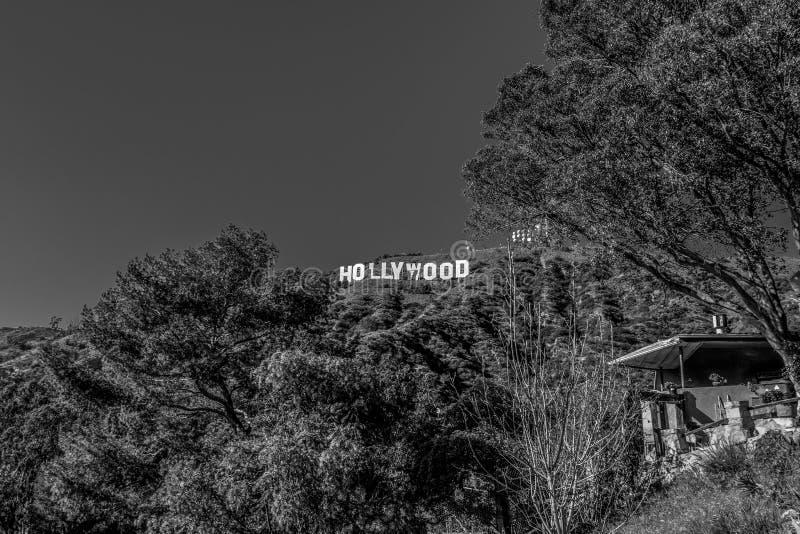Hollywood undertecknar in kullarna av Hollywood - Kalifornien, USA - mars 18, 2019 royaltyfri fotografi