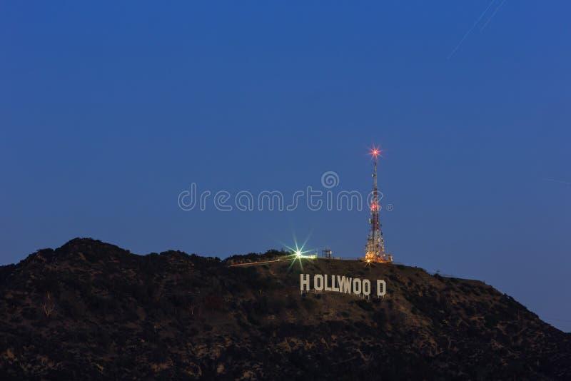 Hollywood-Zeichen auf einem blauen Himmel stockfoto