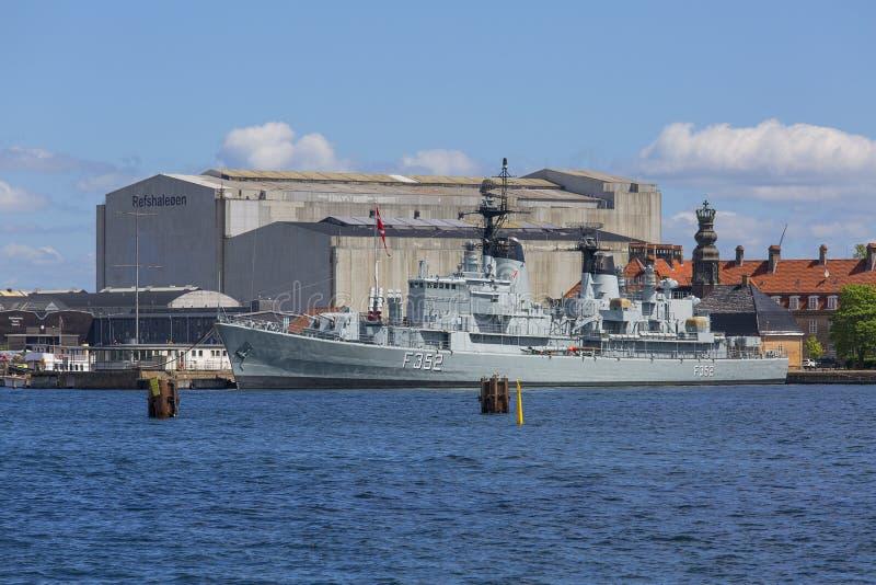 Holmen zeebasis in Kopenhagen, Fregat van Koninklijke Deense Marine, Kopenhagen, Denemarken royalty-vrije stock fotografie