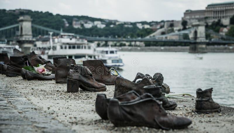 Holocaust in Europa Schoenen op de Dijk van Donau in Boedapest royalty-vrije stock afbeelding