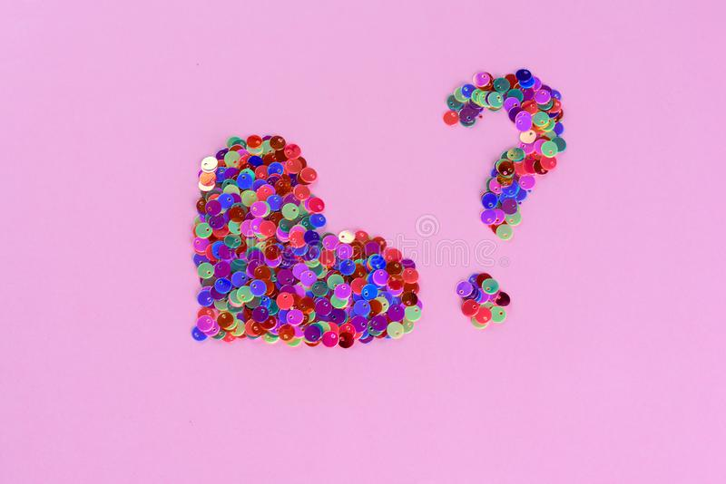 Holograficzne błyskotliwość kierowy kształt i znak zapytania od cekinów Mi?o?? i serce kosmos kopii obrazy royalty free