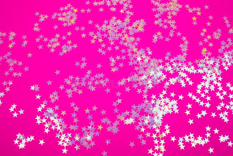 Holograficzne gwiazdy na modnym różowym tle zdjęcia stock