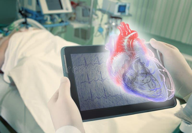 Hologram ludzki serce jako nowe pełnoletnie technologie w medycznym sci fotografia stock