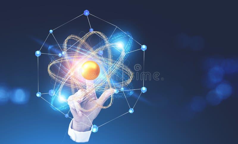 Holograma tocante do modelo do átomo da mão da mulher foto de stock