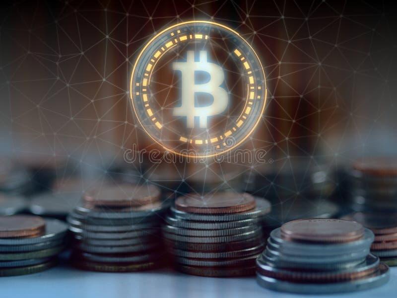 Hologrammschwebeflug Bitcoin BTC über Stapel regelmäßigen Münzen mit Glühenkabelnetzhintergrund stockfotografie