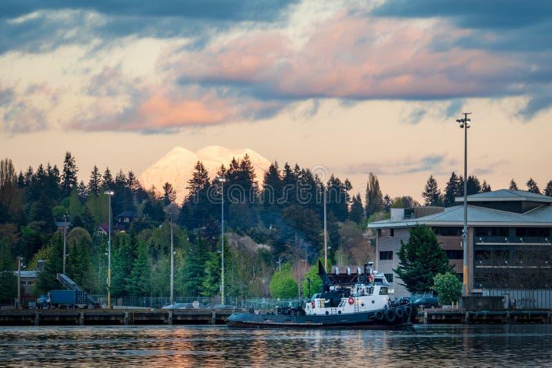 Holownik łódź Na Puget Sound zdjęcie stock