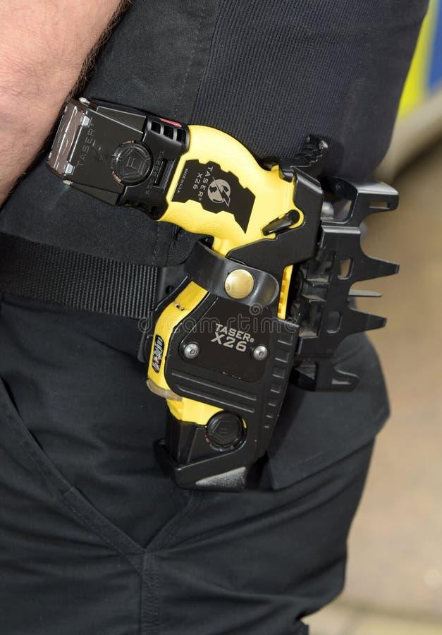 Holstered polisTaser vapen fotografering för bildbyråer
