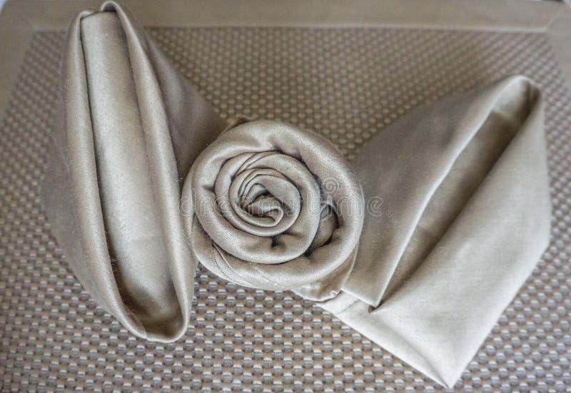 holyday特别党的事件或庆祝的发光的金黄三不同原始的美好的欢乐餐巾可折叠 免版税图库摄影