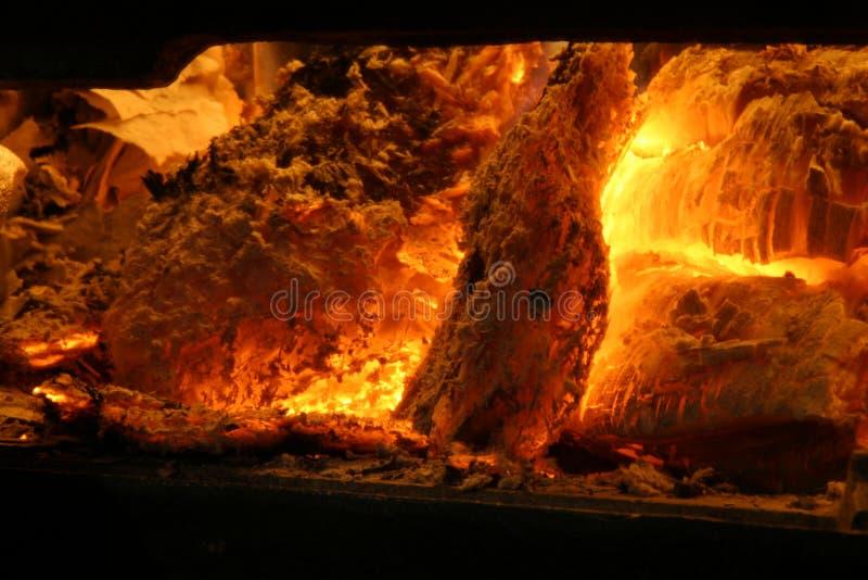 Holz auf Feuer lizenzfreies stockbild