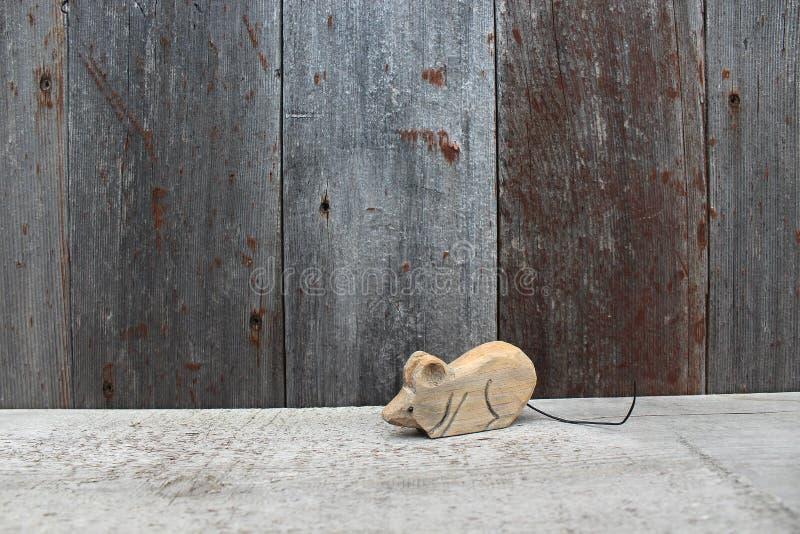 Holz geschnitzte Maus stockbild