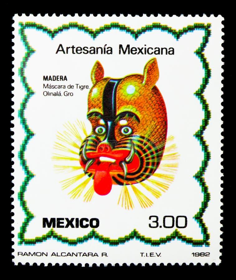 Holz - Tiger Mask, Artesania Mexicana - serie 2a, circa 1982 lizenzfreie stockbilder