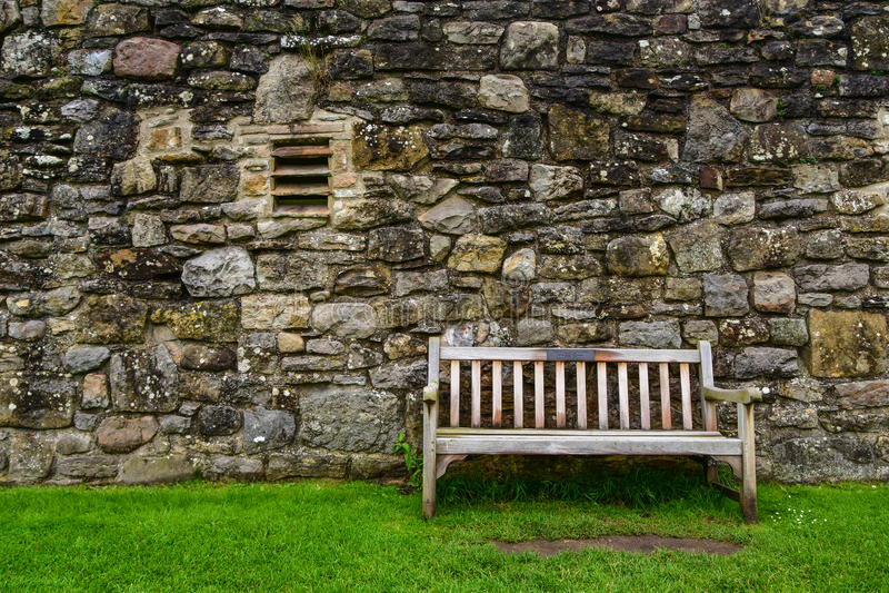 Holzbank bei Richmond Castle lizenzfreies stockbild