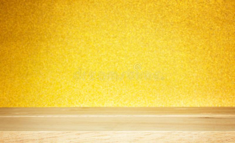 Holzfußboden auf Goldbeschaffenheitshintergrund, abstrakter Goldhintergrund lizenzfreies stockfoto