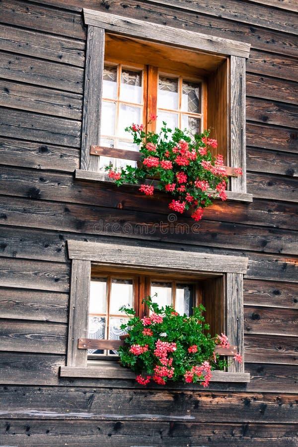 Holzhäuser in Fiesch - der Schweiz lizenzfreie stockfotografie