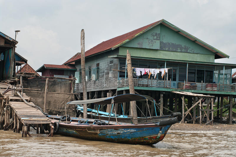 Holzhaus auf Stapel in Palembang, Sumatra, Indonesien lizenzfreie stockfotografie