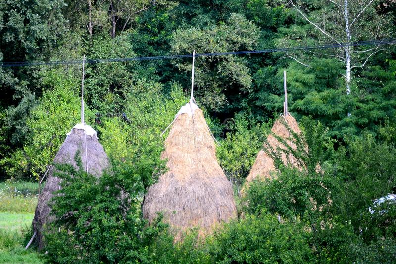 Holzhaus in Rumänien lizenzfreie stockbilder