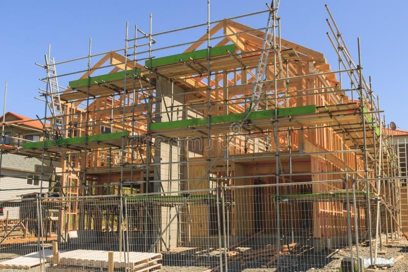 Holzhausbau, errichtend in Neuseeland lizenzfreie stockfotos