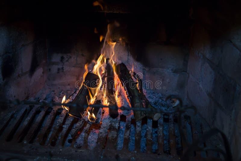 Holzkohle und Feuer stockbild