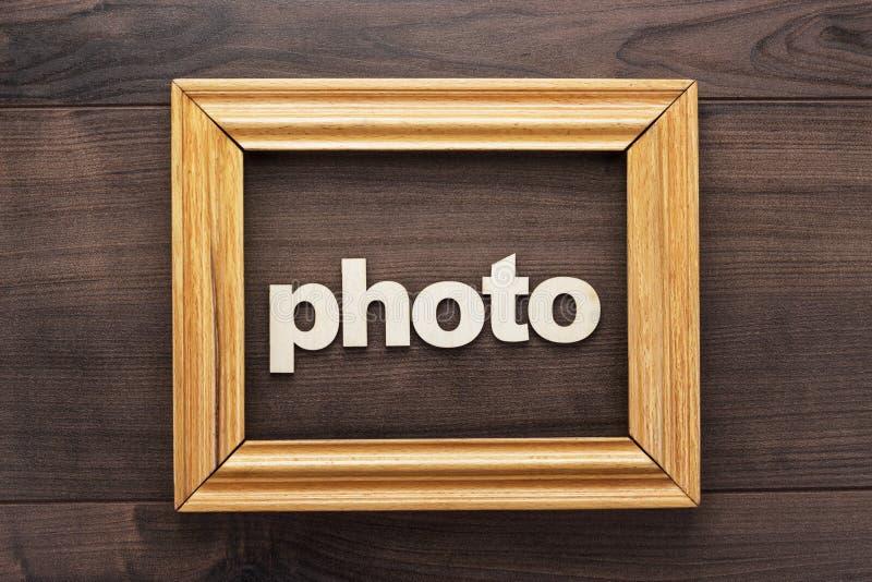 Holzrahmen mit Wortfoto auf Tabelle stockfoto