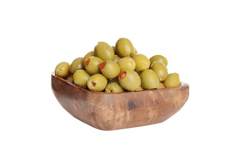 Holzschüssel mit Pimento-grünen Oliven lizenzfreie stockfotografie
