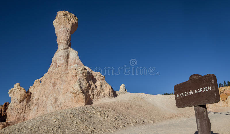 Holzschild an der Queens-Gartenspur in Bryce Canyon stockfoto