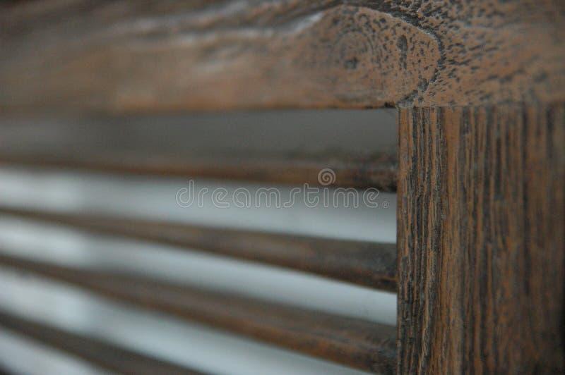 Holzstühle verwischen Hintergrundbraunfarbalten Möbelklassiker niemand stockfotografie