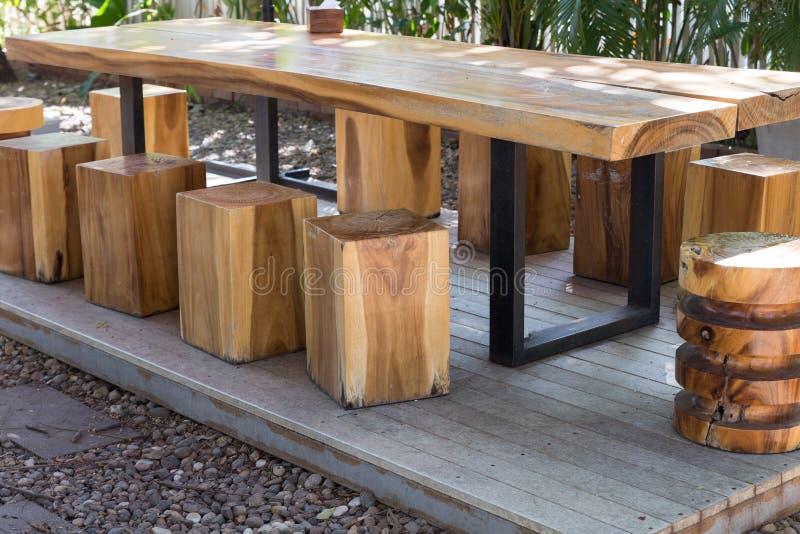 holztisch und schemel im garten stockfoto bild von stuhl h lzern 65965656. Black Bedroom Furniture Sets. Home Design Ideas