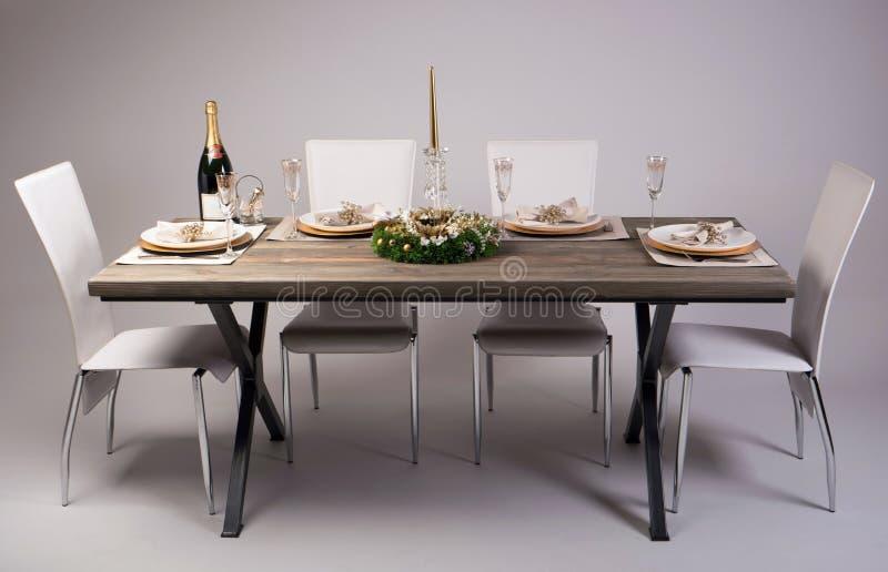 Holztischeinstellung und -dekoration für Mahlzeitzeit, Atelieraufnahme lizenzfreies stockfoto