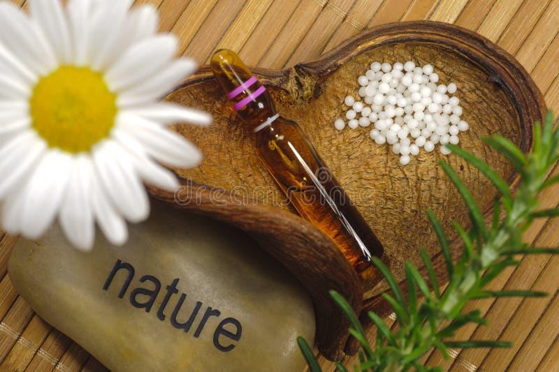 Homéopathie avec des globules photo stock